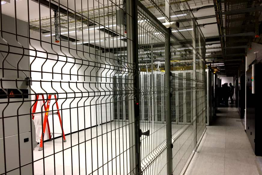 HCE - Data Center Room - Private Cages